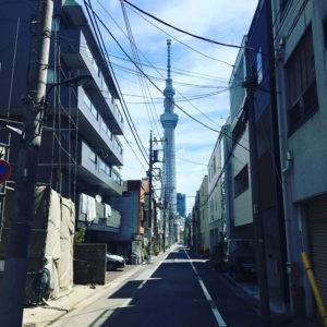 Tokyo, una strada stretta per lo Skytree